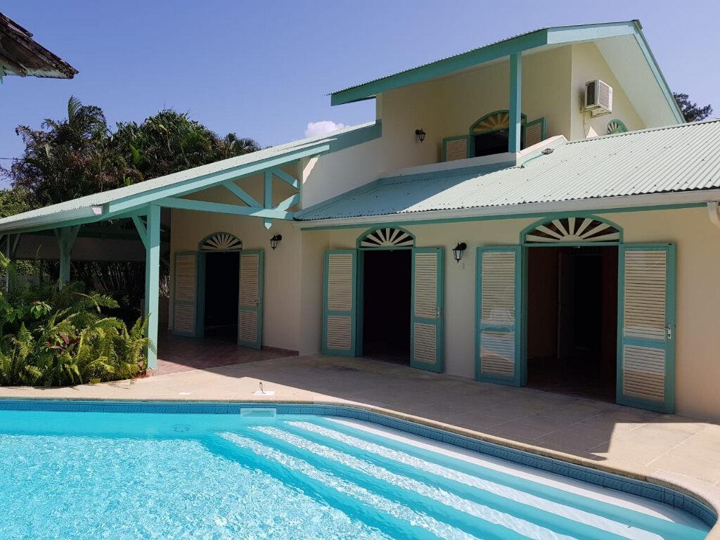 Maison à vendre 4 141m2 à Cayenne vignette-1
