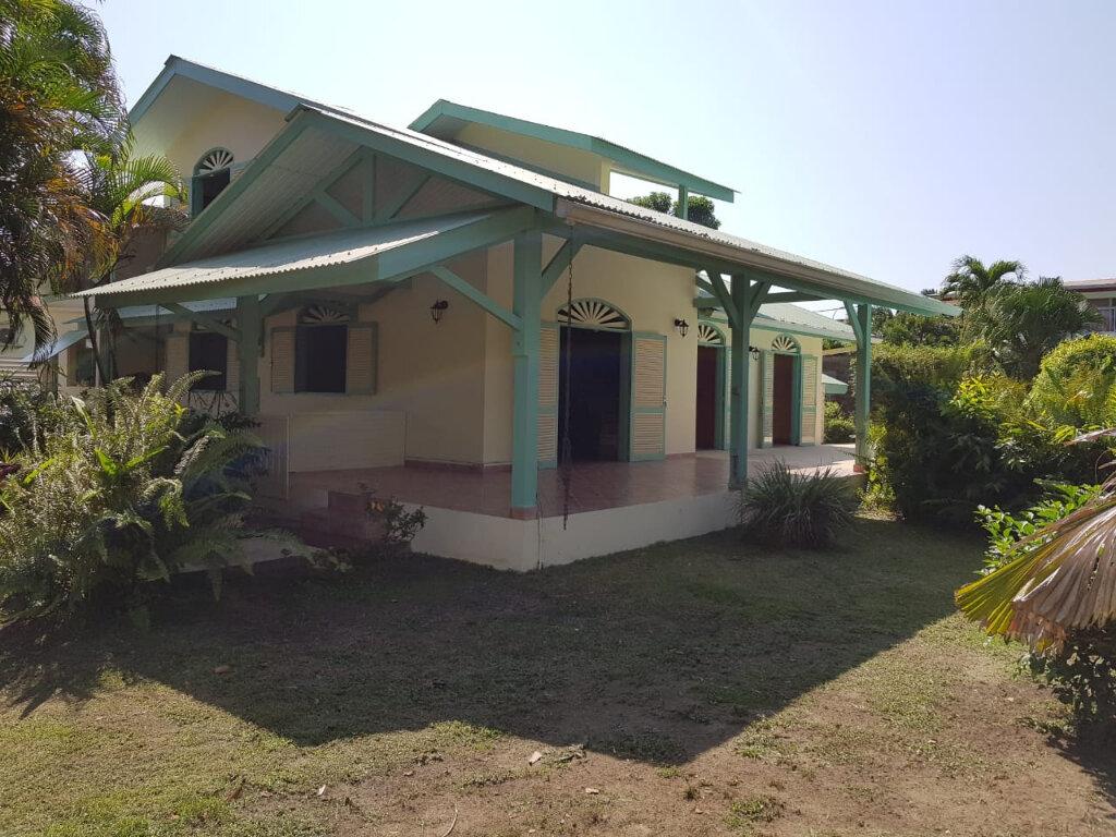 Maison à vendre 4 141m2 à Cayenne vignette-3