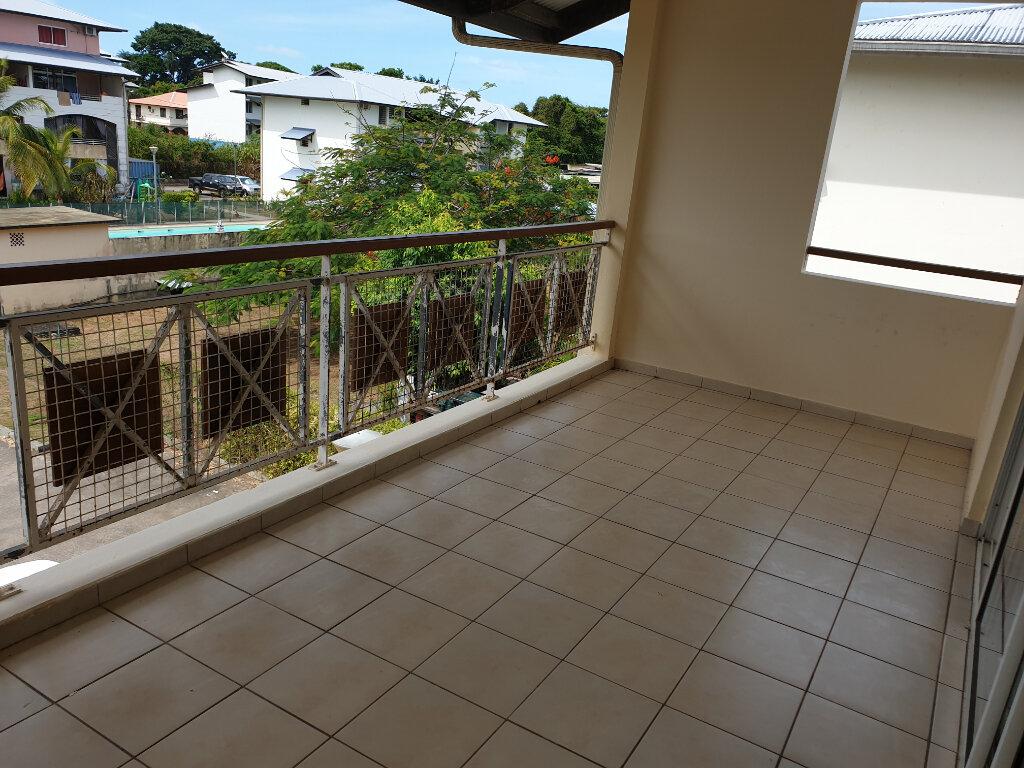 Appartement à louer 2 52.8m2 à Cayenne vignette-1