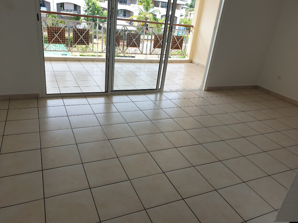 Appartement à louer 2 52.8m2 à Cayenne vignette-2