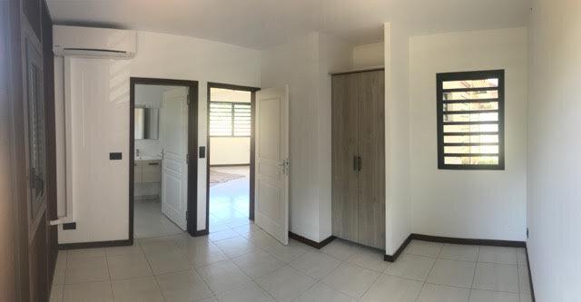 Appartement à louer 5 110.26m2 à Remire-Montjoly vignette-3