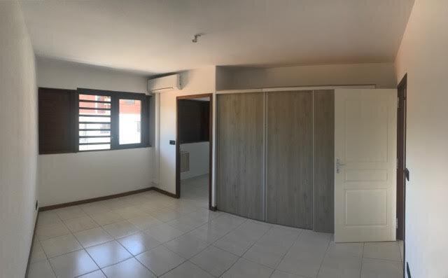 Appartement à louer 5 110.26m2 à Remire-Montjoly vignette-4
