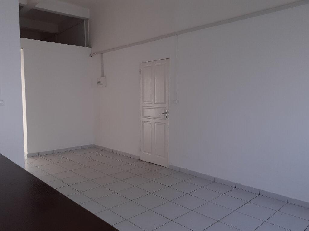 Appartement à louer 3 75m2 à Cayenne vignette-1