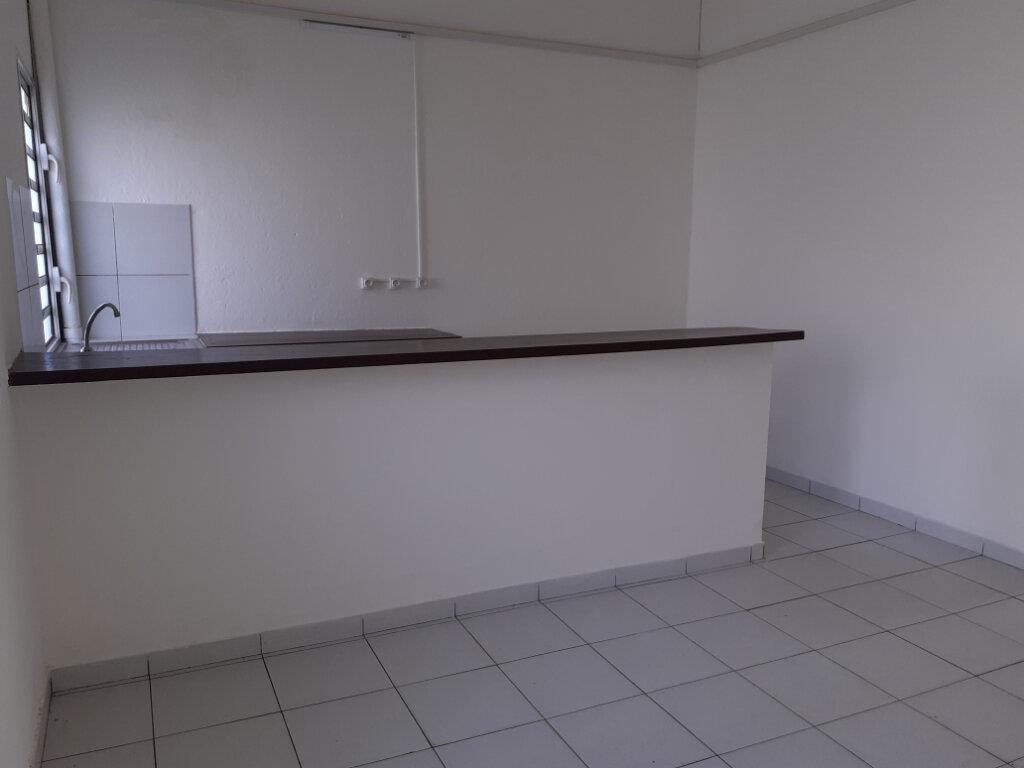 Appartement à louer 3 75m2 à Cayenne vignette-2