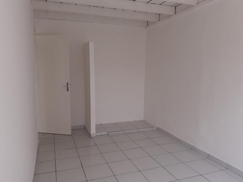 Appartement à louer 3 75m2 à Cayenne vignette-5