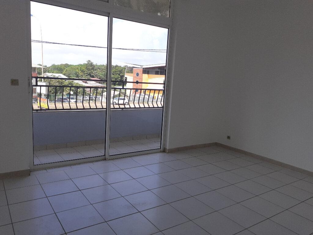 Appartement à louer 3 66.23m2 à Cayenne vignette-5