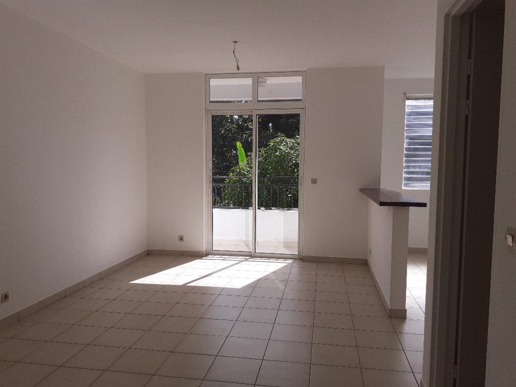 Appartement à louer 1 25m2 à Cayenne vignette-2