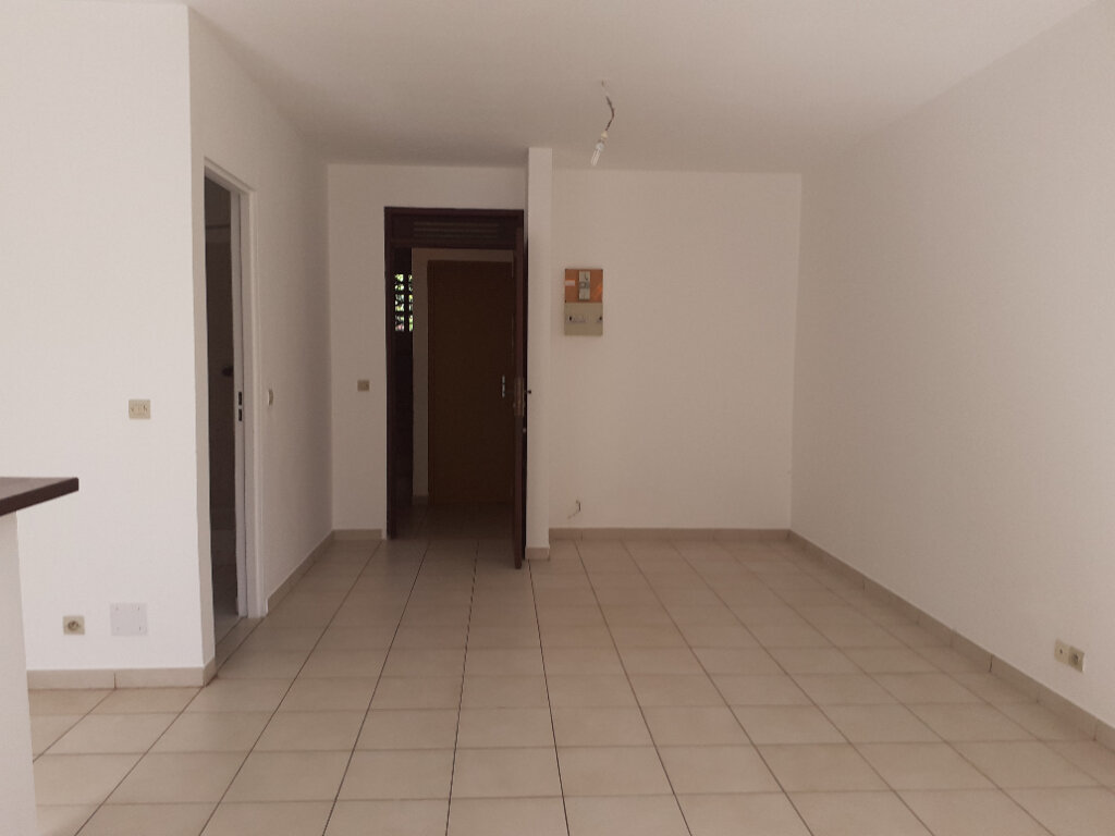 Appartement à louer 1 25m2 à Cayenne vignette-3