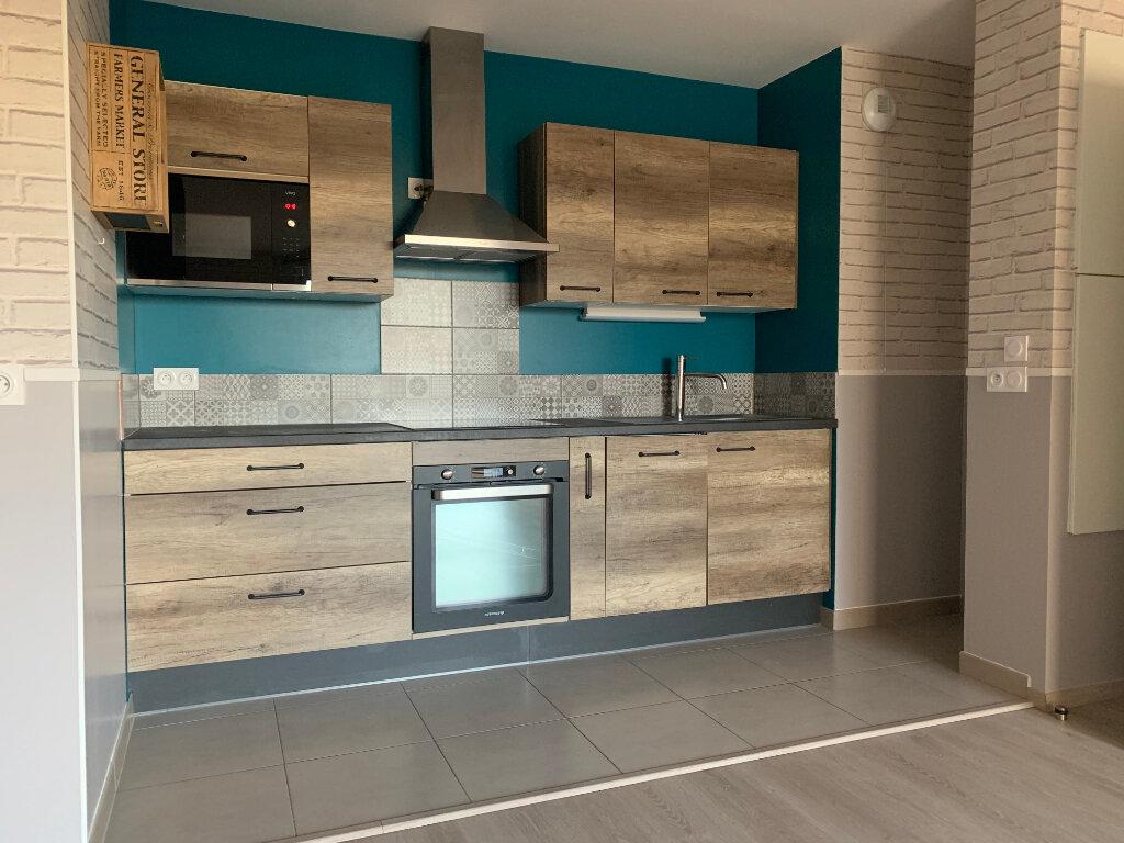 Appartement à louer 3 62.31m2 à Margny-lès-Compiègne vignette-2