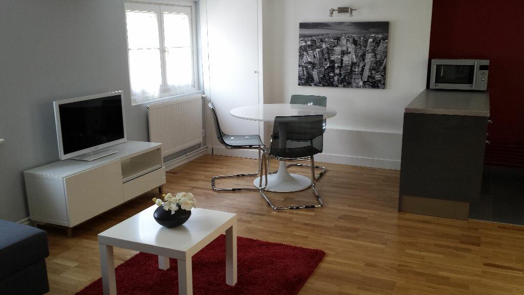Appartement à louer 2 42.11m2 à Lyon 2 vignette-1