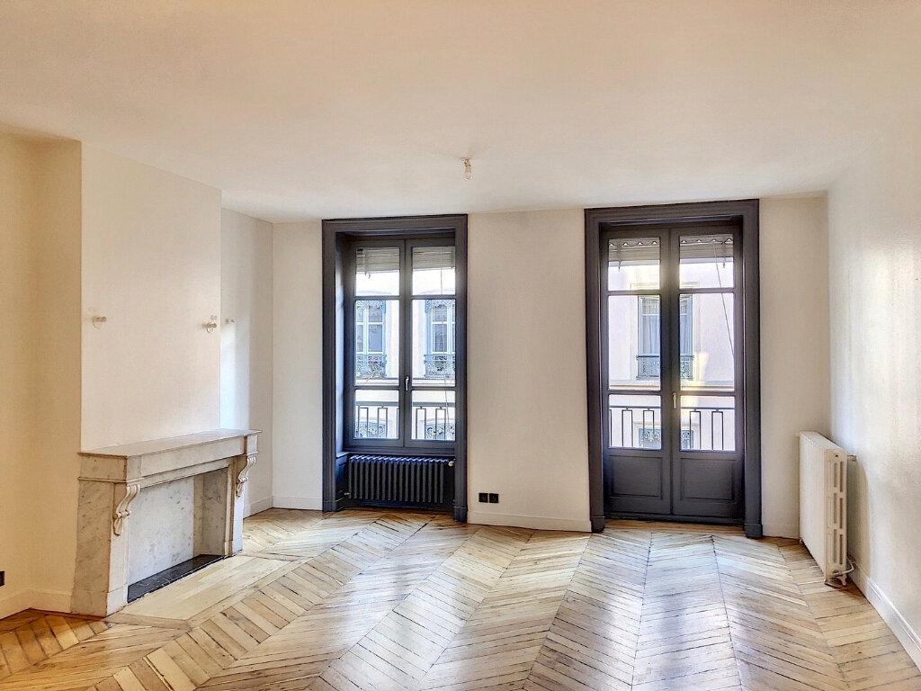 Appartement à louer 3 90.9m2 à Lyon 2 vignette-1