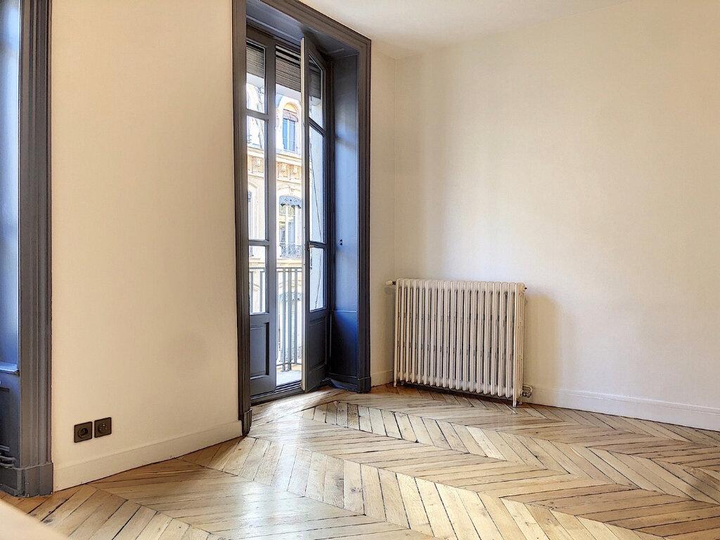 Appartement à louer 3 90.9m2 à Lyon 2 vignette-2