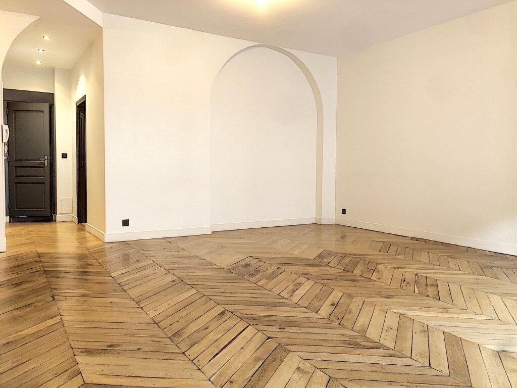Appartement à louer 3 90.9m2 à Lyon 2 vignette-3