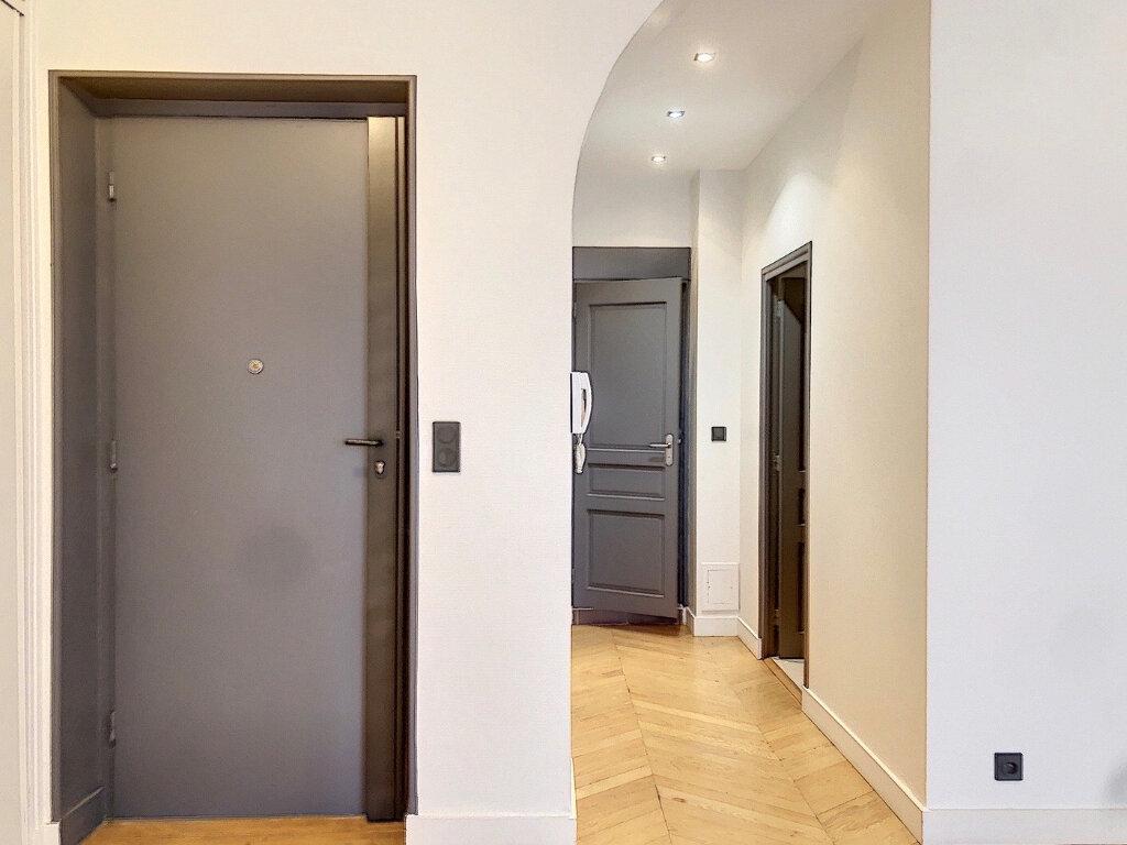 Appartement à louer 3 90.9m2 à Lyon 2 vignette-4
