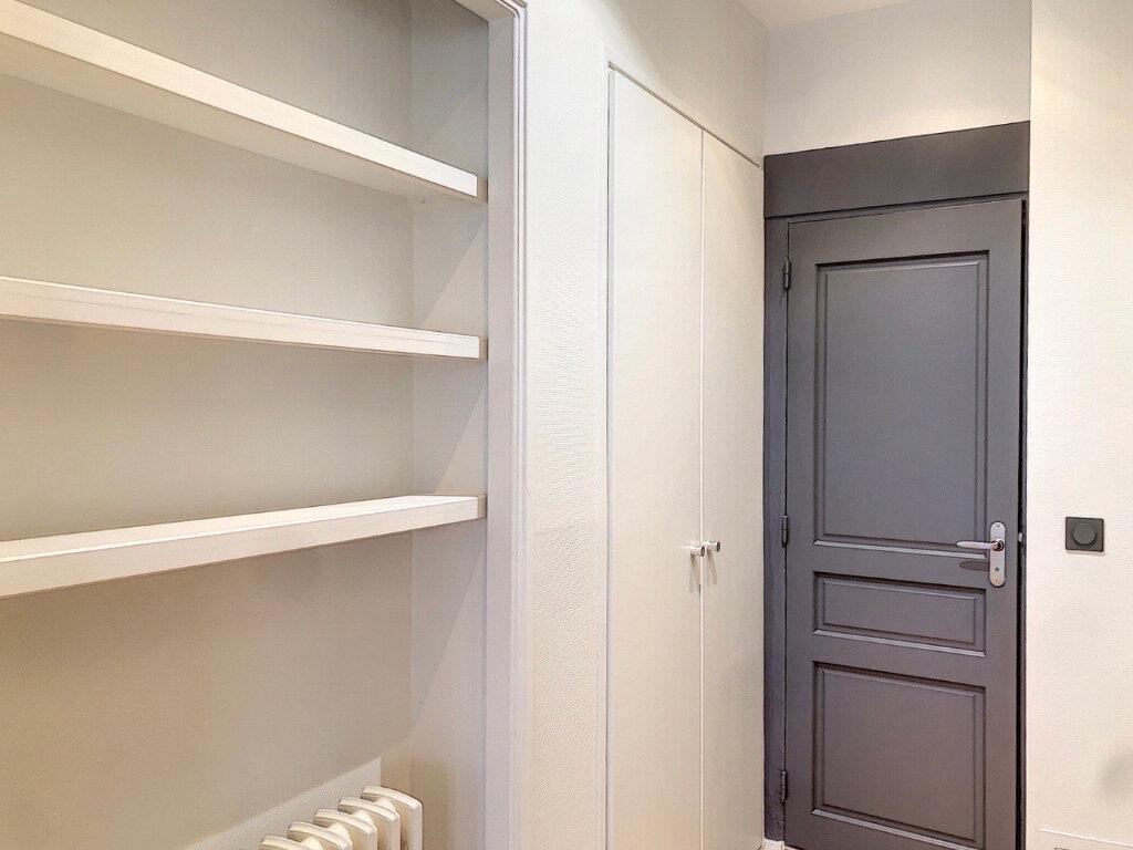 Appartement à louer 3 90.9m2 à Lyon 2 vignette-5