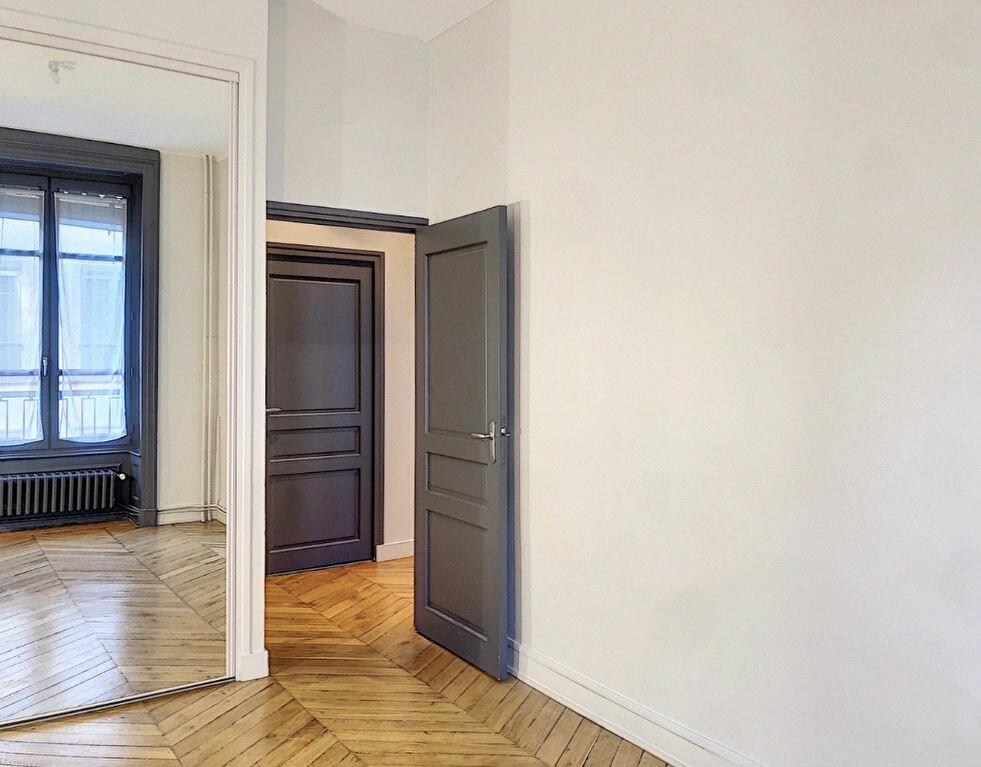 Appartement à louer 3 90.9m2 à Lyon 2 vignette-10