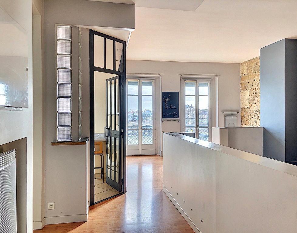 Appartement à louer 2 83m2 à Lyon 2 vignette-1
