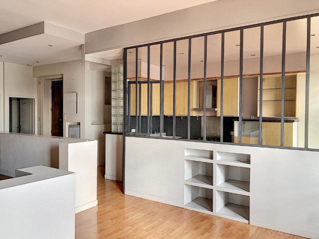 Appartement à louer 2 83m2 à Lyon 2 vignette-2