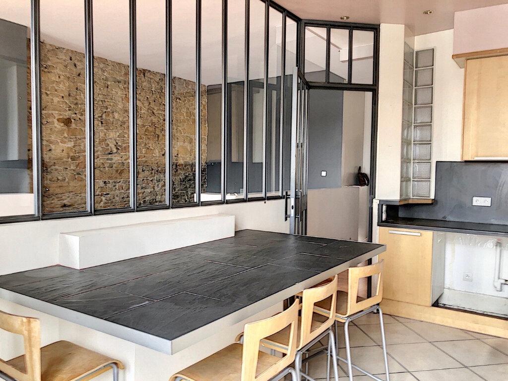 Appartement à louer 2 83m2 à Lyon 2 vignette-4