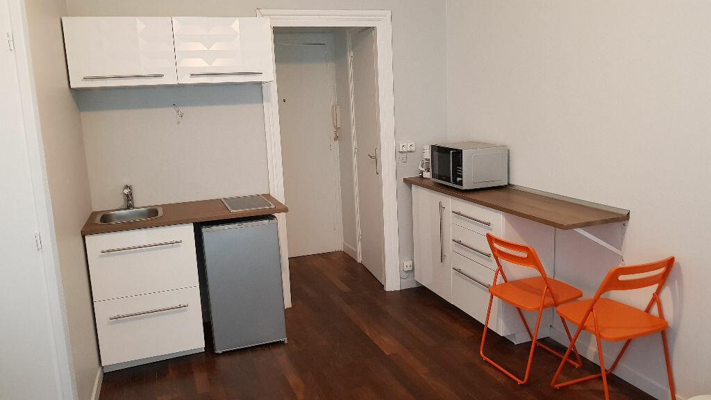 Appartement à louer 1 19.9m2 à Lyon 4 vignette-2