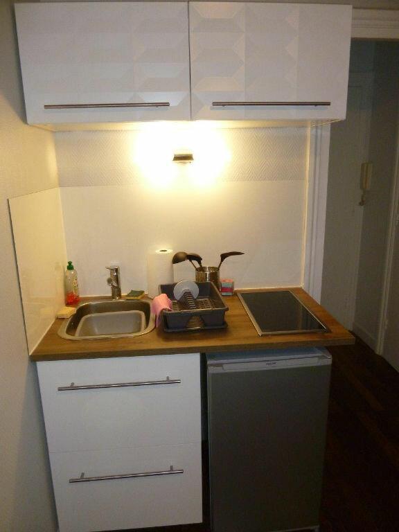 Appartement à louer 1 19.9m2 à Lyon 4 vignette-3