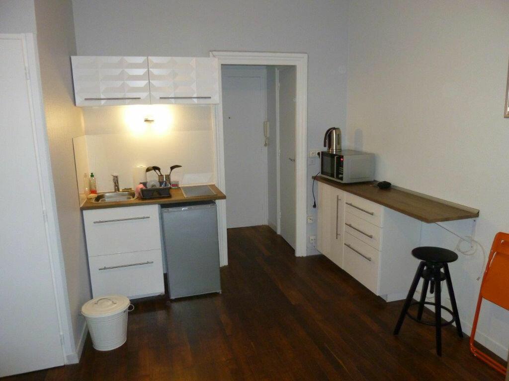 Appartement à louer 1 19.9m2 à Lyon 4 vignette-4