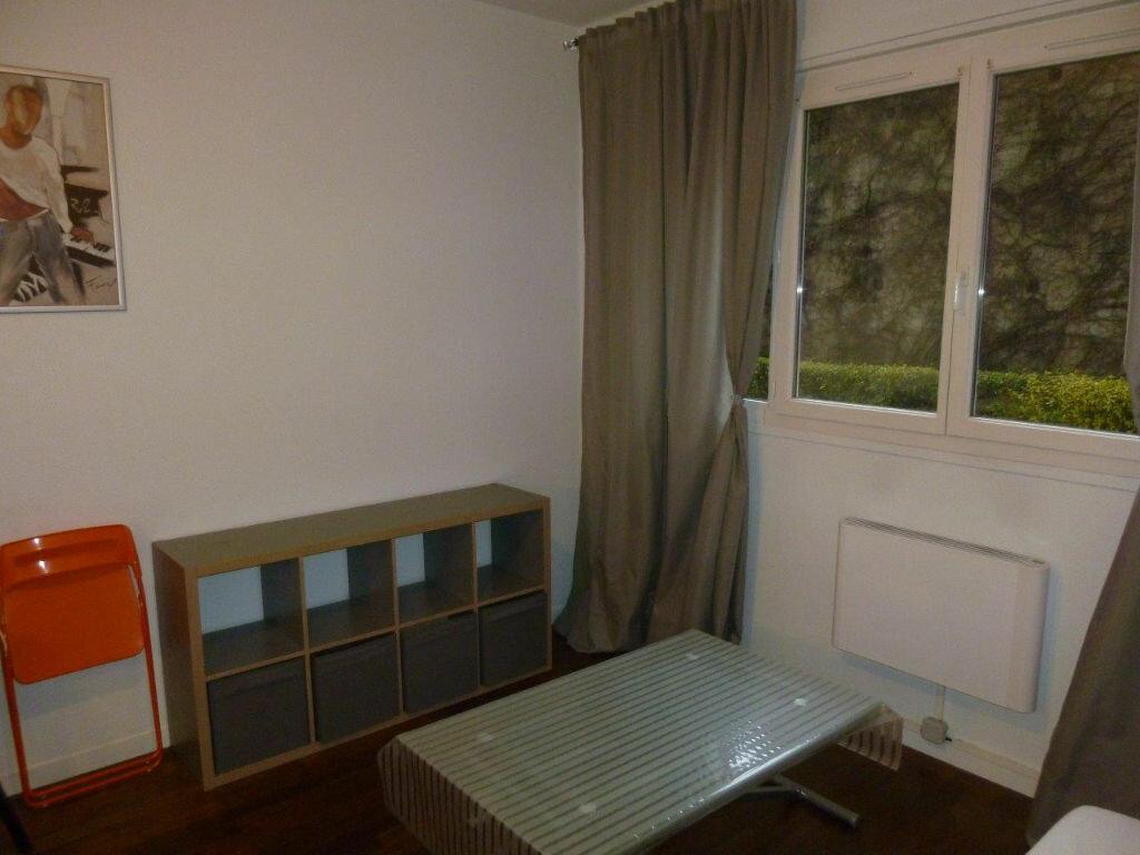 Appartement à louer 1 19.9m2 à Lyon 4 vignette-5