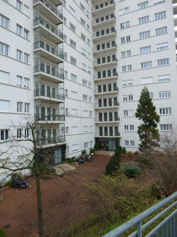 Appartement à louer 1 19.9m2 à Lyon 4 vignette-9
