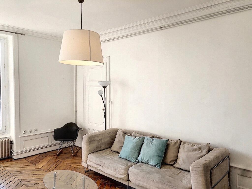 Appartement à louer 3 81.8m2 à Lyon 2 vignette-3