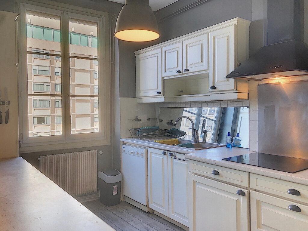 Appartement à louer 3 81.8m2 à Lyon 2 vignette-5