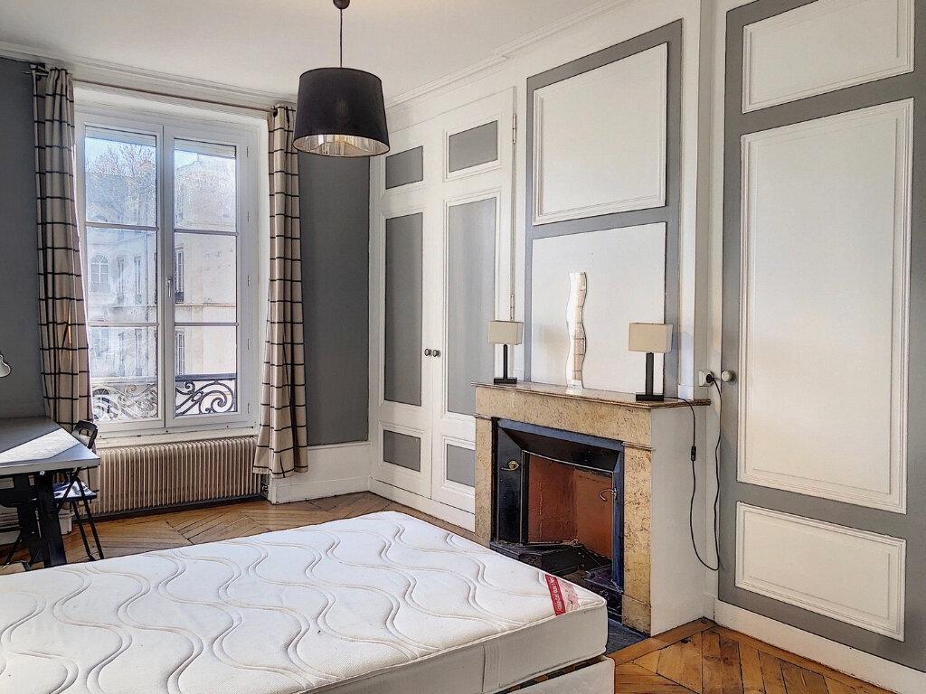 Appartement à louer 3 81.8m2 à Lyon 2 vignette-6