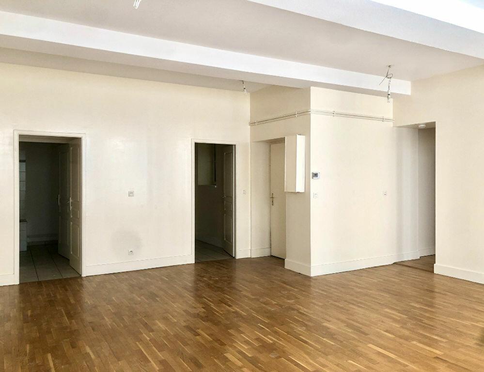 Appartement à louer 2 72m2 à Lyon 1 vignette-2