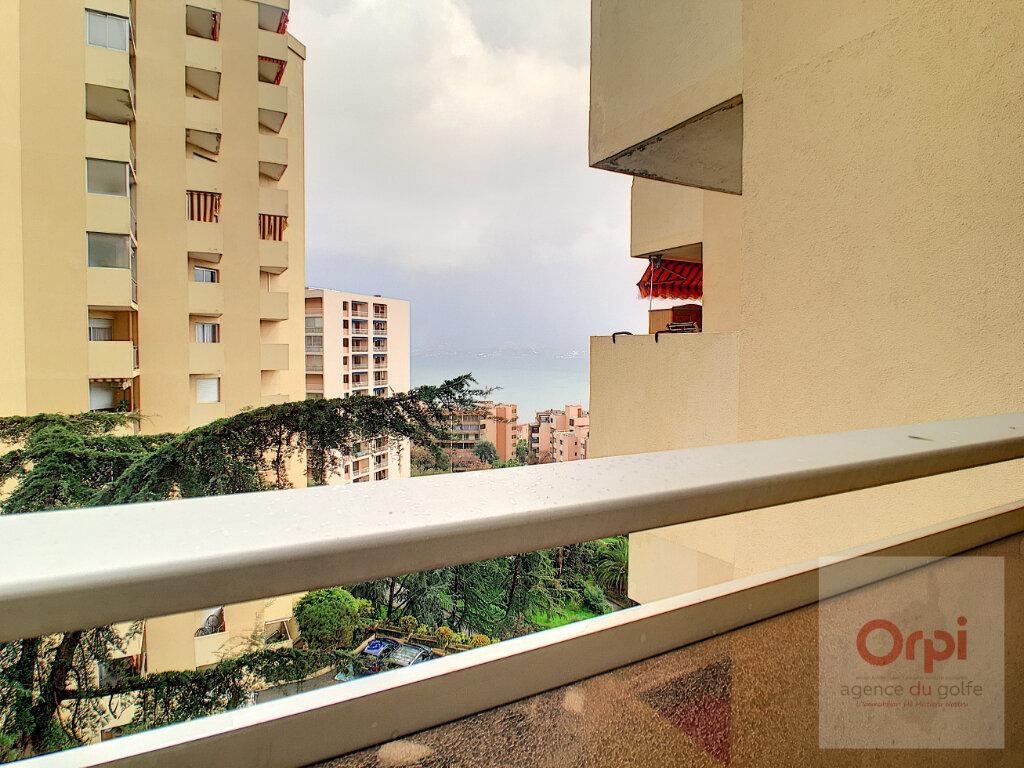 Appartement à louer 2 54.45m2 à Ajaccio vignette-1