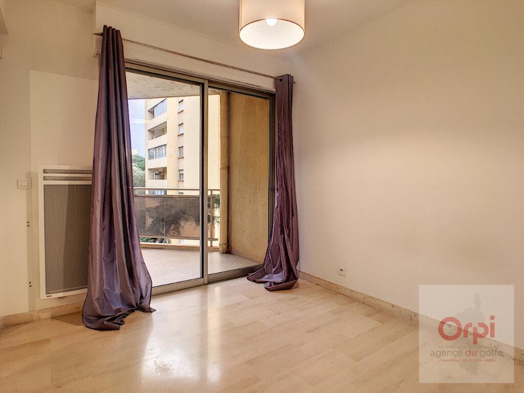 Appartement à louer 2 54.45m2 à Ajaccio vignette-5