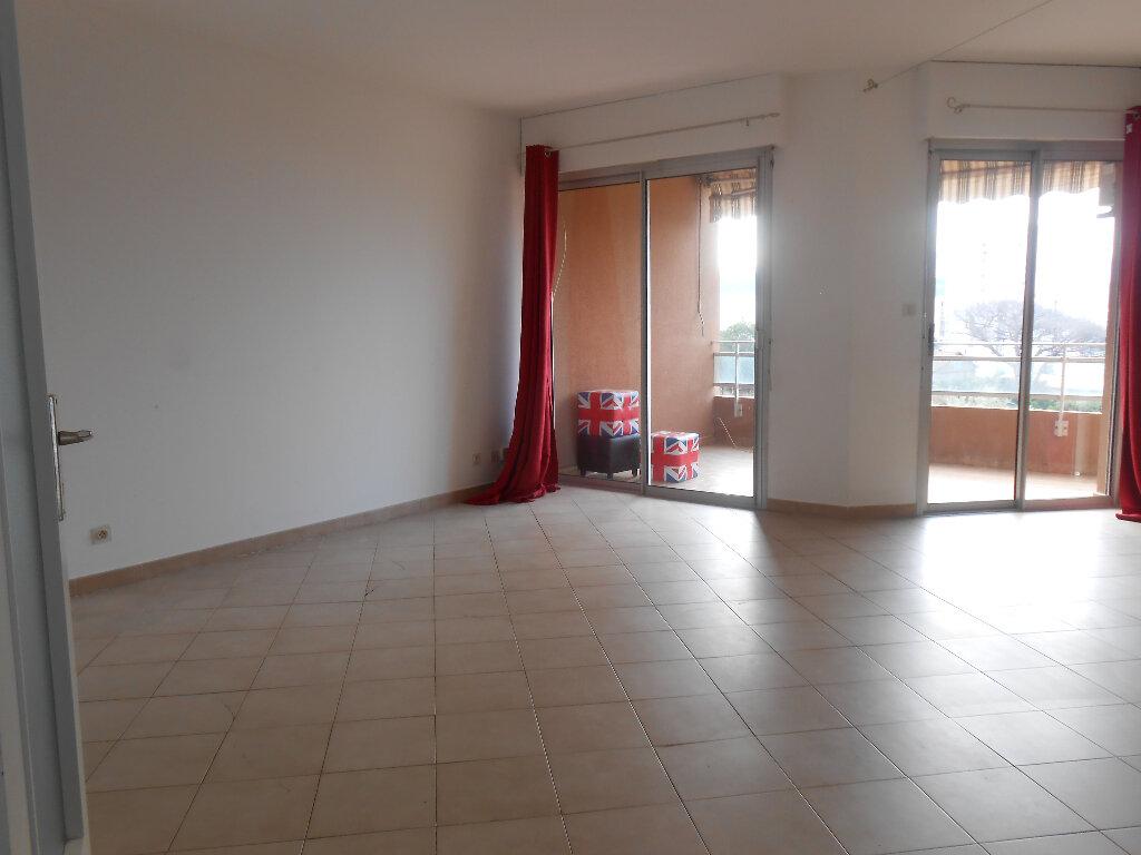 Appartement à louer 3 77.5m2 à Ajaccio vignette-2