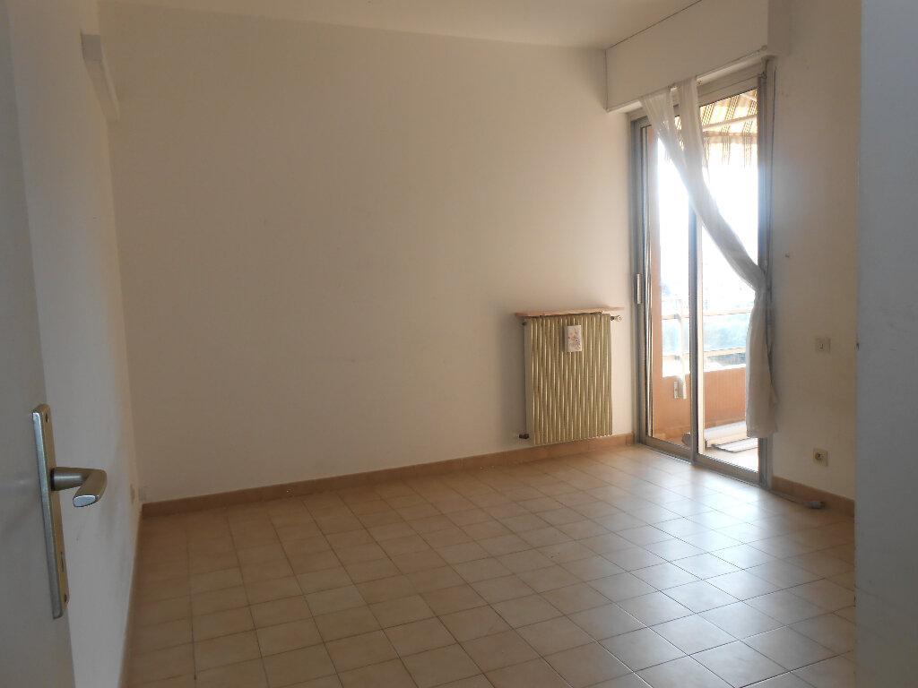 Appartement à louer 3 77.5m2 à Ajaccio vignette-3