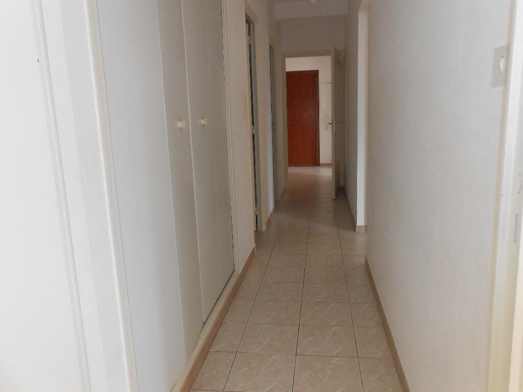 Appartement à louer 3 77.5m2 à Ajaccio vignette-4