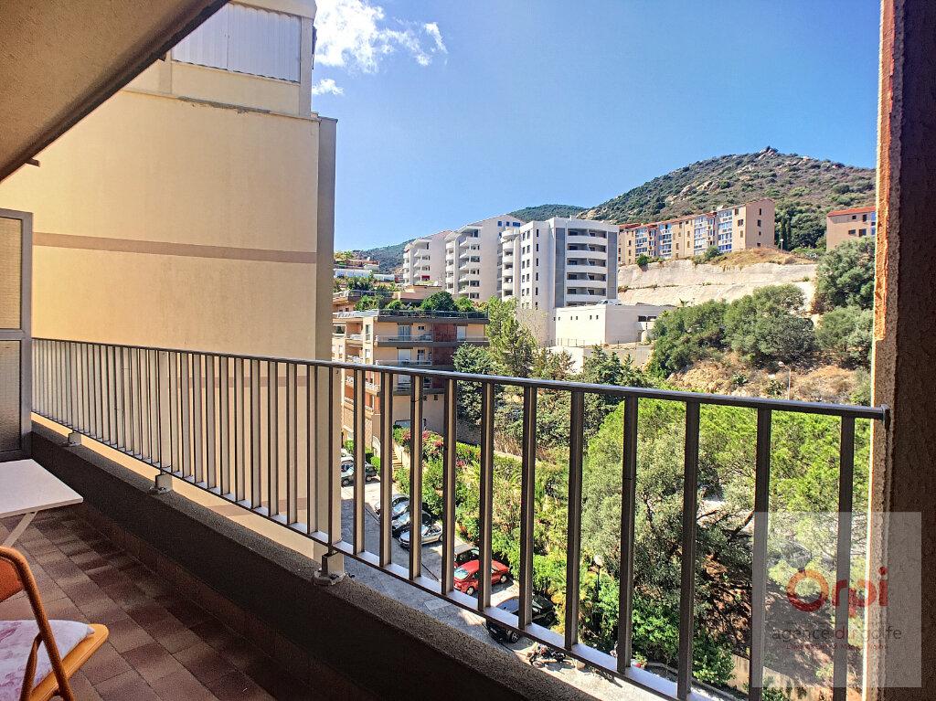 Appartement à louer 2 26.93m2 à Ajaccio vignette-1
