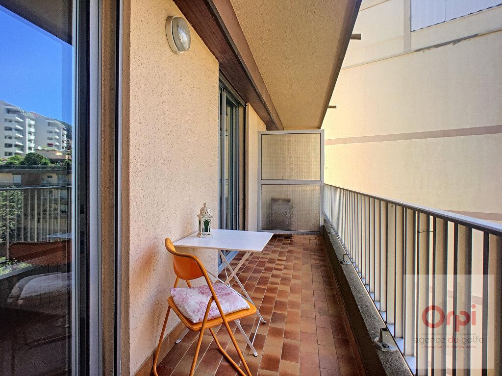 Appartement à louer 2 26.93m2 à Ajaccio vignette-2