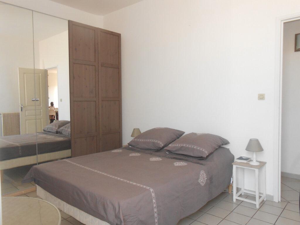 Appartement à louer 3 90.51m2 à Ajaccio vignette-4