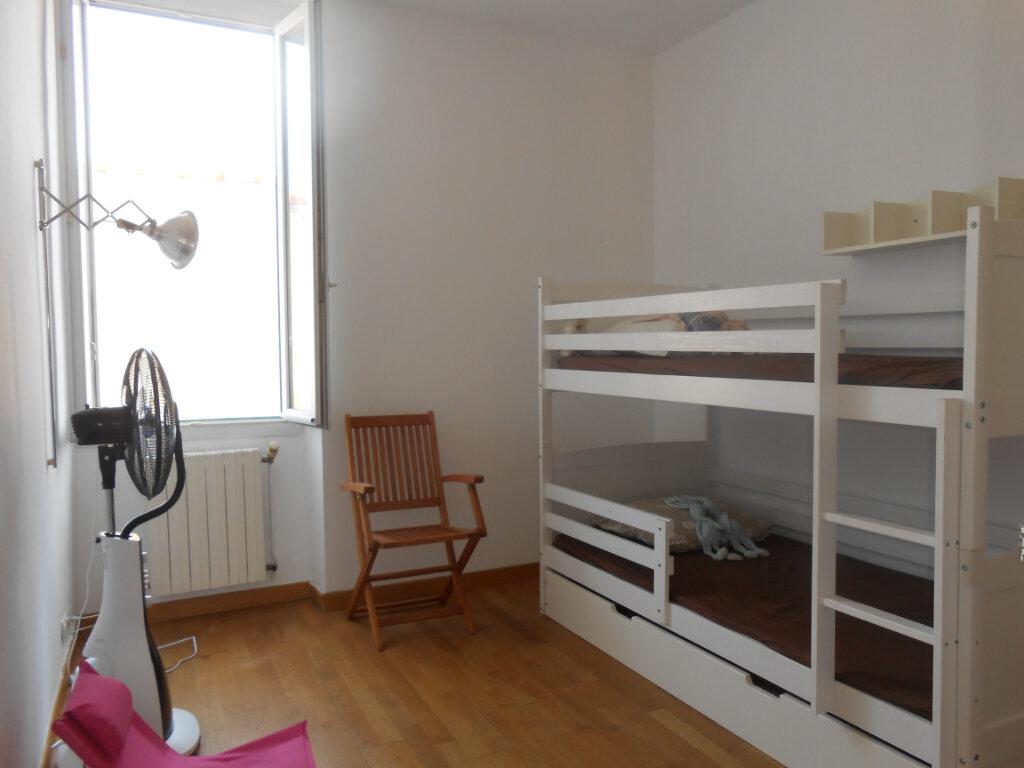 Appartement à louer 3 90.51m2 à Ajaccio vignette-6