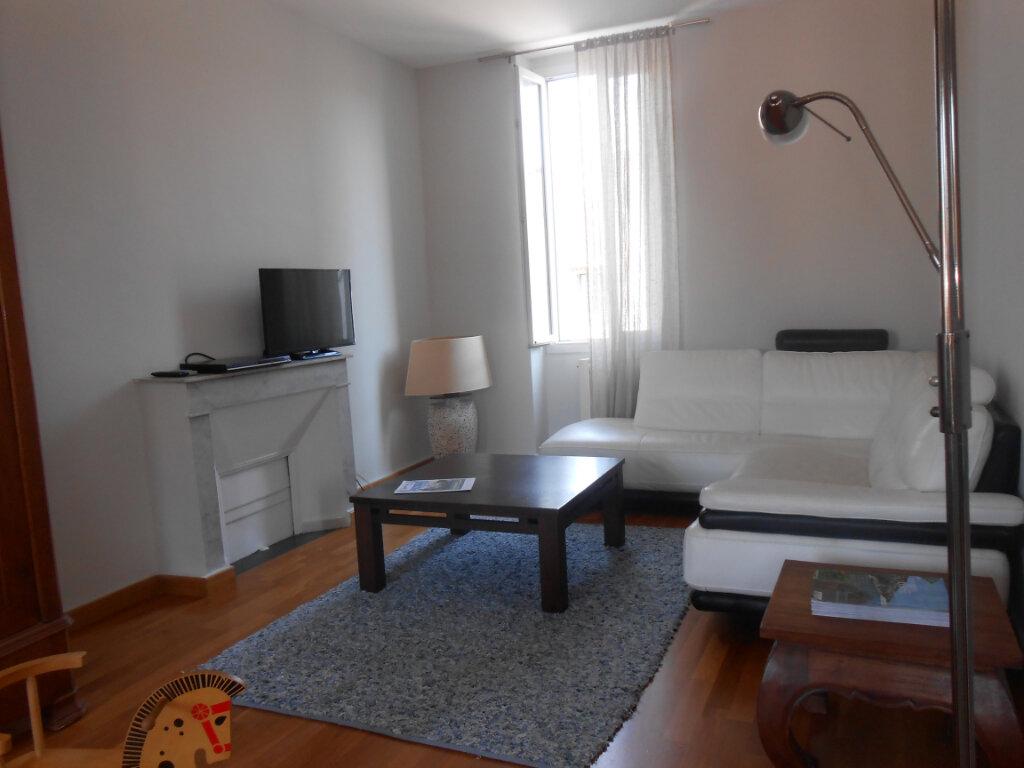 Appartement à louer 3 90.51m2 à Ajaccio vignette-7