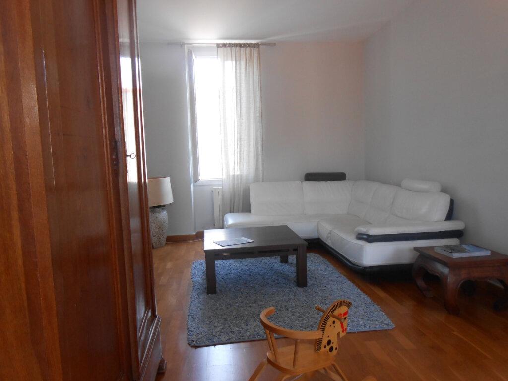 Appartement à louer 3 90.51m2 à Ajaccio vignette-8