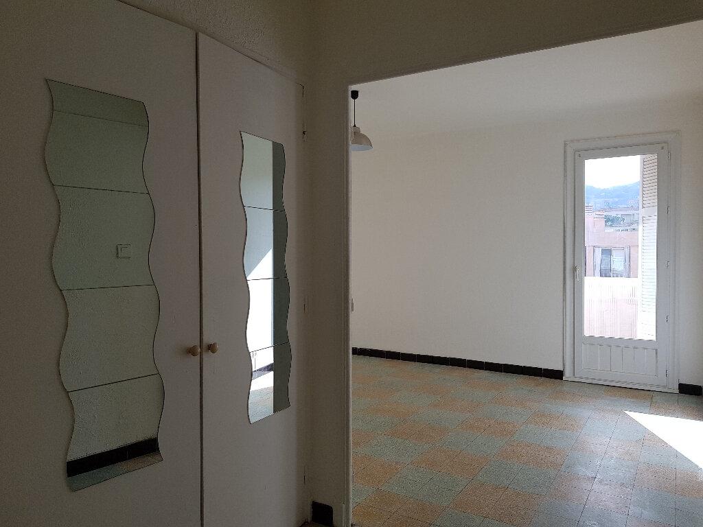 Appartement à louer 3 66m2 à Ajaccio vignette-2