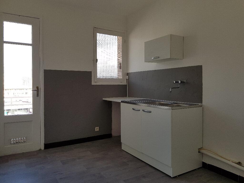 Appartement à louer 3 66m2 à Ajaccio vignette-3