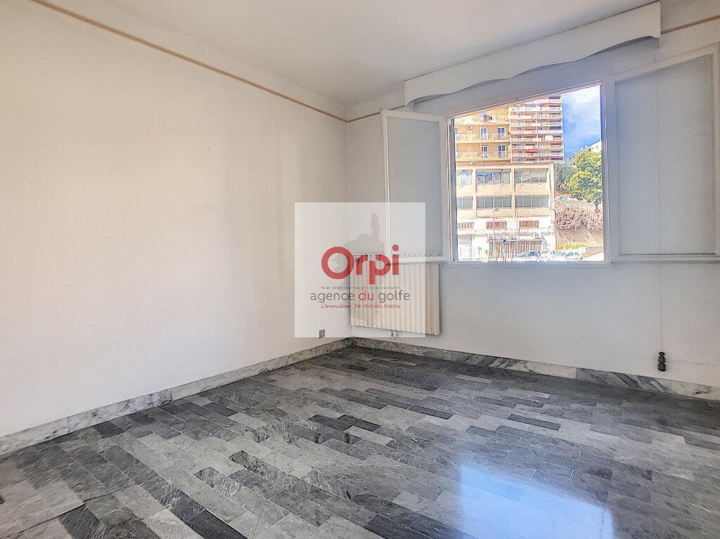 Appartement à vendre 3 75m2 à Ajaccio vignette-4