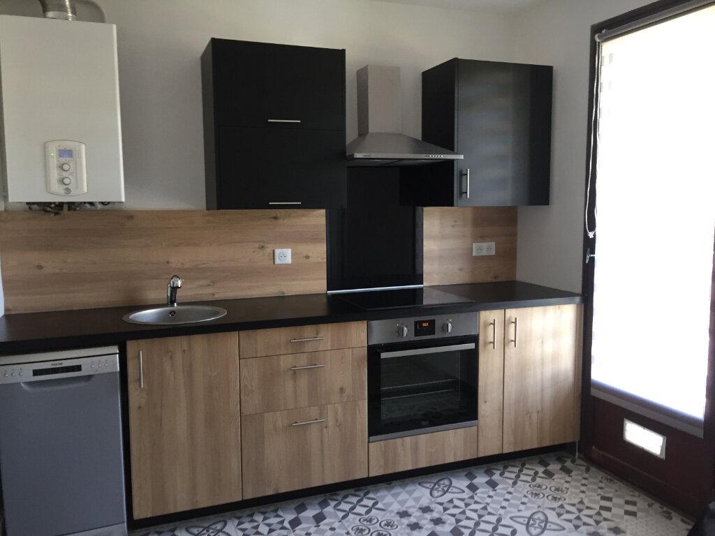 Appartement à louer 3 61.19m2 à Ajaccio vignette-2