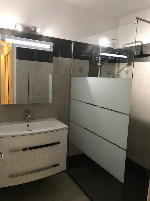 Appartement à louer 3 61.19m2 à Ajaccio vignette-3