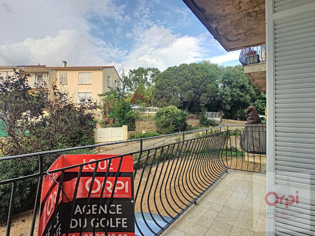 Appartement à louer 2 59.95m2 à Ajaccio vignette-1