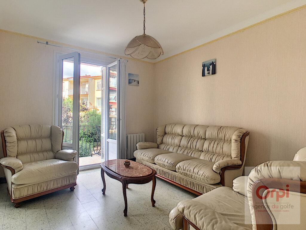 Appartement à louer 2 59.95m2 à Ajaccio vignette-6